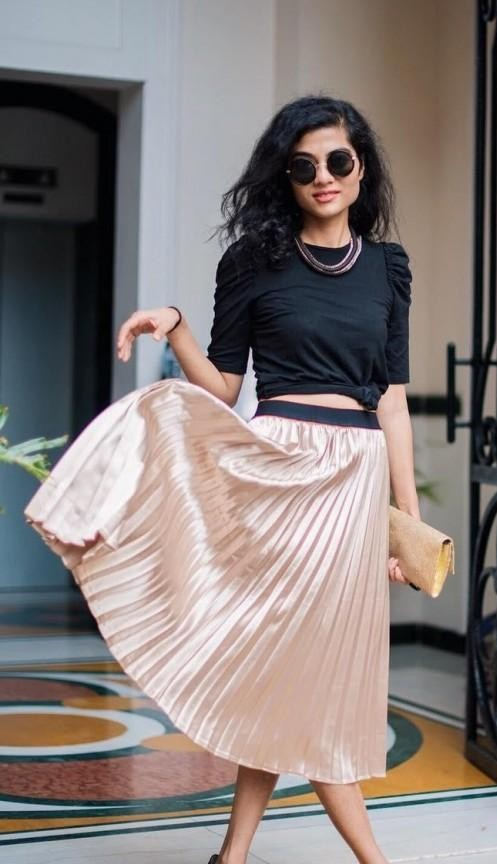 I'm looking for a similar black top with same length and type of sleeves. - SeenIt