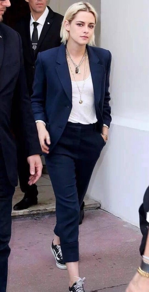 Latest Kristenstewart Looks And Outfits Online Seenit