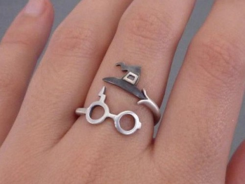 Looking for this cool quirky ring . Domestic sites . - SeenIt