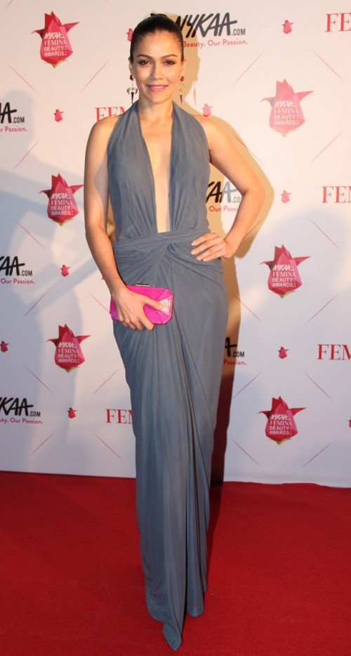 Waluscha's Zulekha Shariff gown with the plunging neckline makes us go ga-ga. You too? - SeenIt