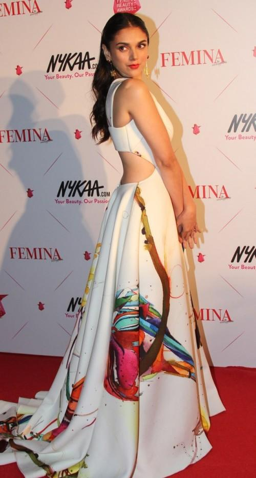 Aditi in this floral white gown and white jewelerry made every girl lust for her clothes! Yay? - SeenIt