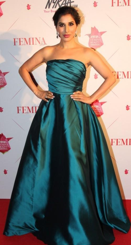 The host wore a gorgeous Gauri & Nainika gown. The teal is totally suiting her. Thoughts? - SeenIt