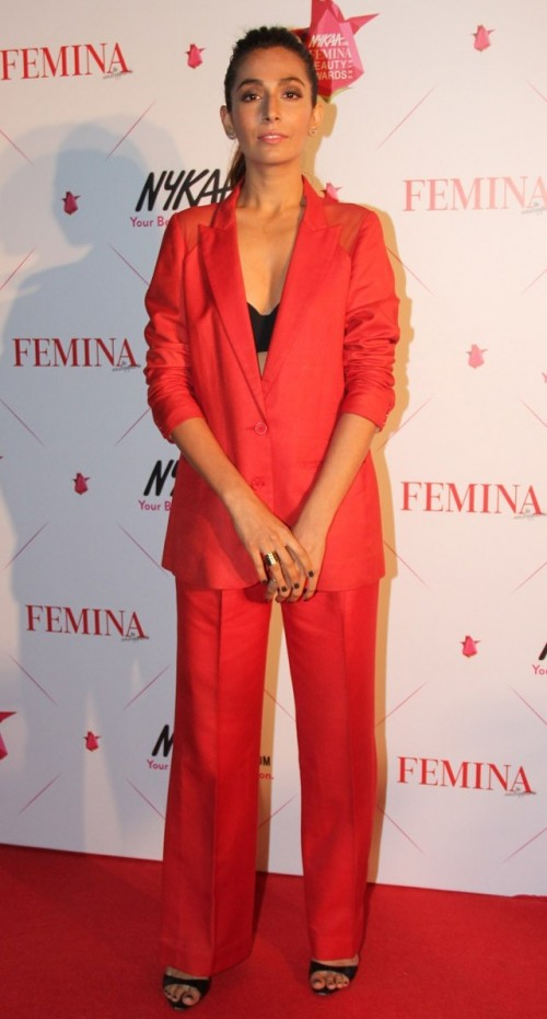 Monica sizzling in these red tailored separates along with an oversized blazer. Yay Yay Yay! - SeenIt