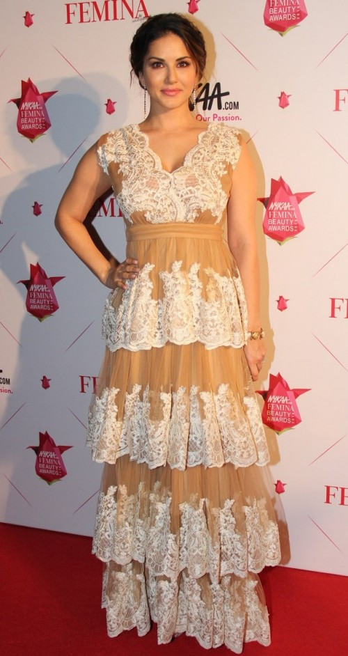 Sunny in this Sumaya Abdulrazak gown looks like the perfect 'Babydoll Sone di' :D - SeenIt