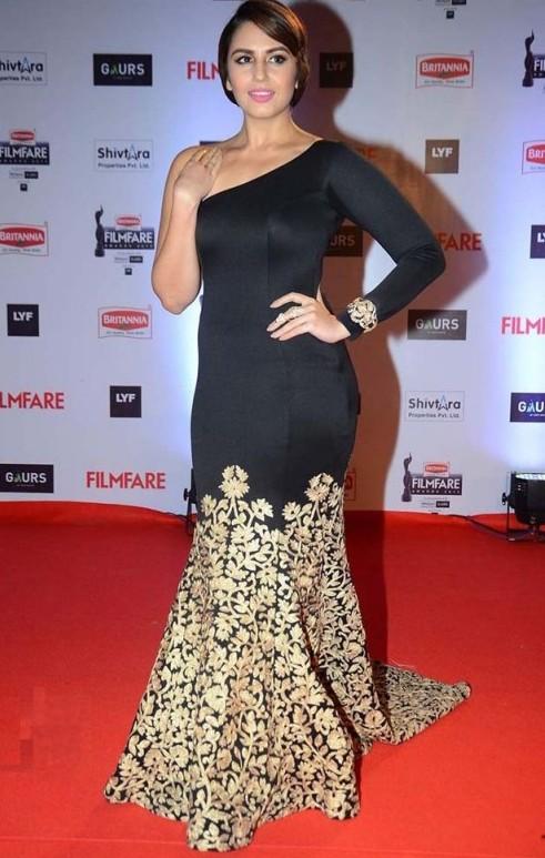 Huma looking stunning in her mermaid one-shouldered Mayyur Girotra gown. - SeenIt