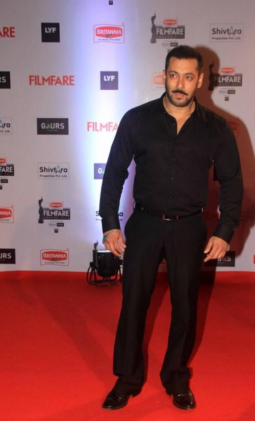 In his crisp black shirt and trousers, Salman never fails to make every girl skip a beat <3 - SeenIt