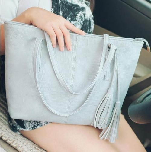 I'm looking for this grey tote bag - SeenIt