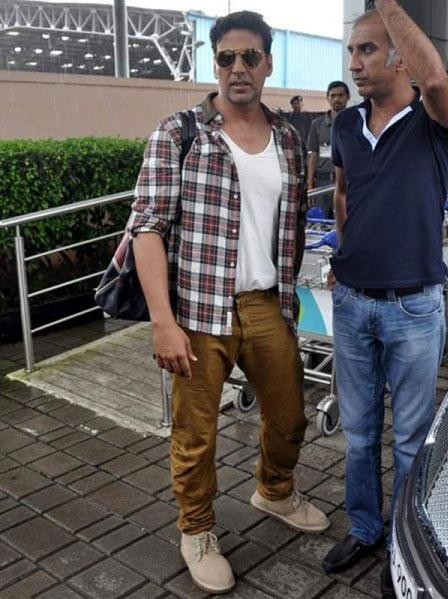 please find checkered shirt and tshirt which Akshay Kumar is wearing - SeenIt