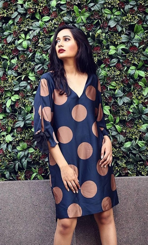 Help me find this navy blue dress with gold polka dot that Vishwa is wearing in acupofvish - SeenIt