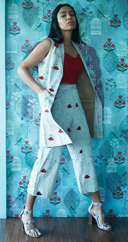 Help me find a similar off white dabu print long sleeveless blazer and trousers that Santoshi Shetty is wearing. - SeenIt