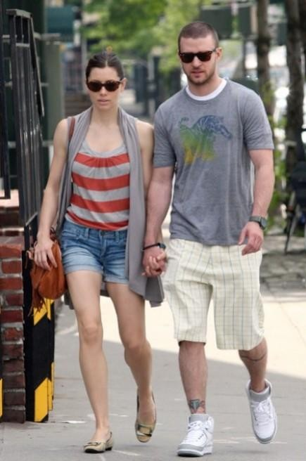 Help me find a grey graphic t-shirt and white shorts like Justin Timberlake is wearing - SeenIt