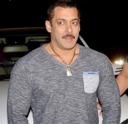 Want the grey tshirt with a pocket which Salman Khan is wearing - SeenIt