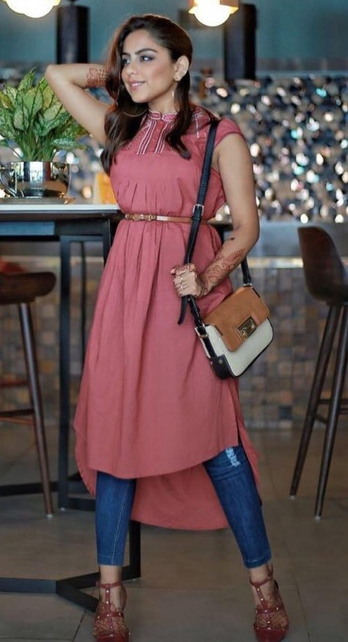 Help me find this pink asymmetrical kurta and blue jeans as seen on theloveinablog - SeenIt