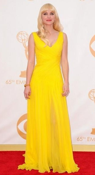 Can you help me find a similar yellow maxi dress that Anna Faris is wearing? - SeenIt