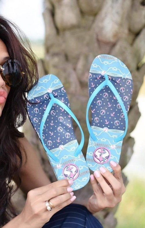Where can I find these blue printed flipflops? - SeenIt