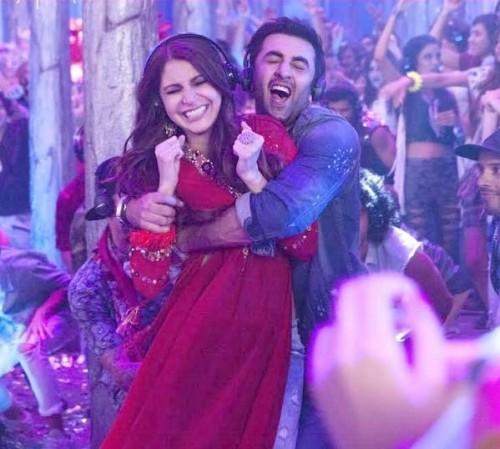 i am looking for the same red kurta which Anushka Sharma is wearing in ae dil hai mushkil - SeenIt