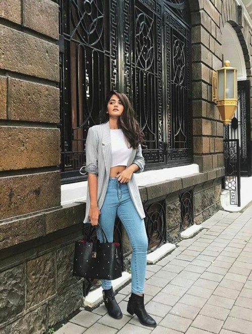 i'm looking for similar outfit which the blogger f drug is wearing - SeenIt