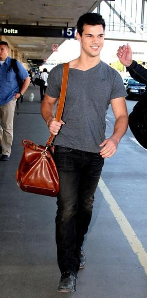 help me find out similar brown bag, grey tshirt and black jeans which taylor lautner is wearing - SeenIt