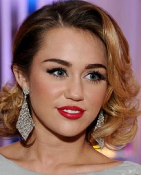 Want this red lipstick that Miley Cyrus is wearing - SeenIt