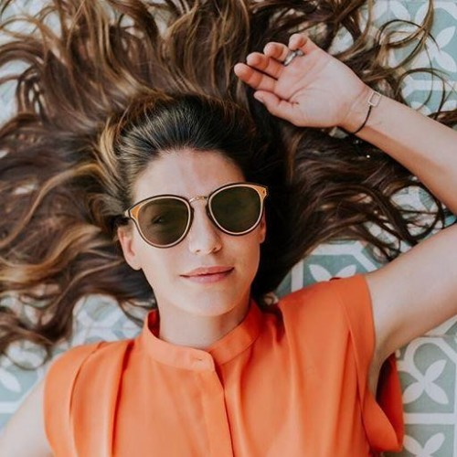 I'm looking for these exact sunglasses which Genevieve Padalecki is wearing - SeenIt