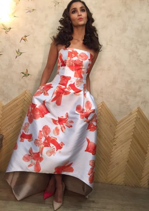 Alia Bhatt looked super cute in this Sachin & Babioutfit! - SeenIt