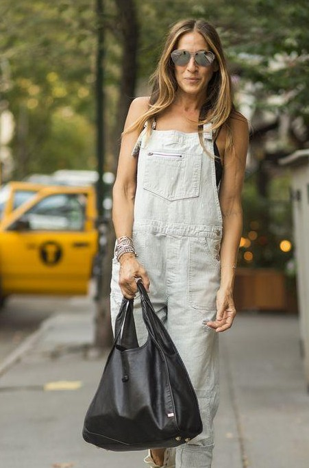 help me find a similar dungaree and a black bag which jessica parker is carrying! - SeenIt