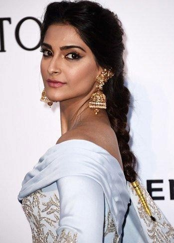 Want the gold jhumkas which Sonam Kapoor is wearing - SeenIt