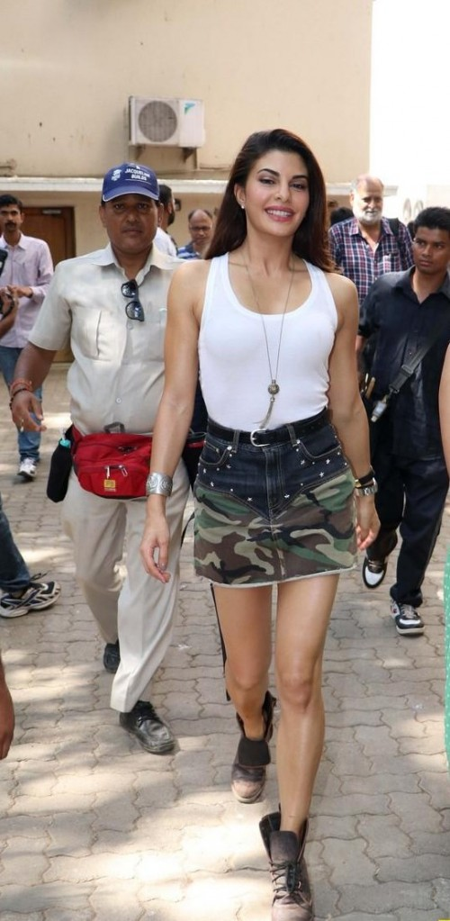 Looking for same skirt which Jacqueline Fernandez is wearing at the wrap of the movie Dishoom shooting - SeenIt