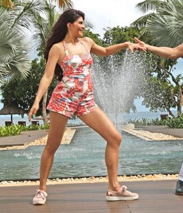 I am looking for same floral romper which Jacqueline Fernandez is wearing in judwaa 2 - SeenIt