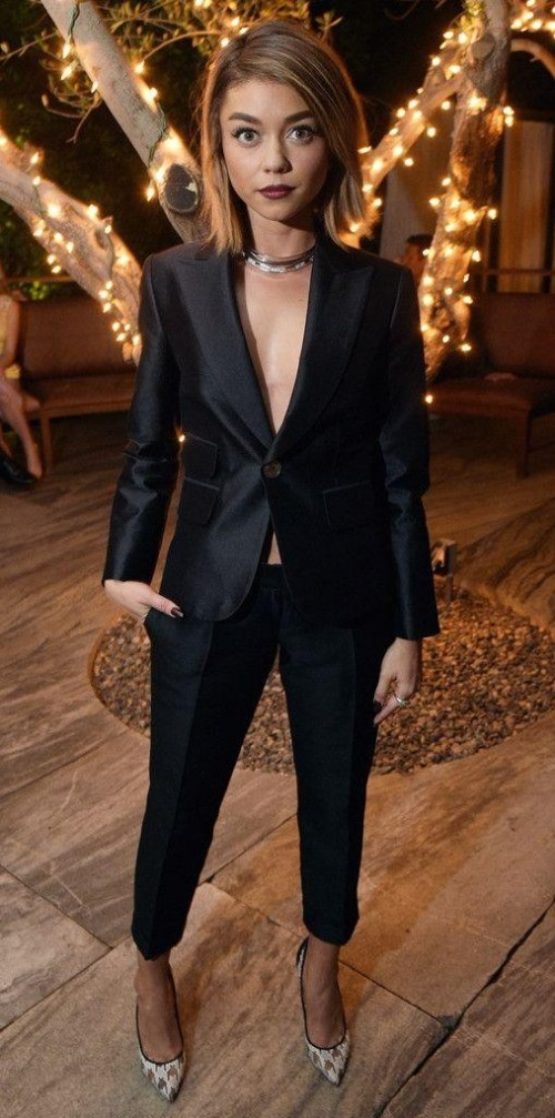 Looking for this pantsuit that Sarah Hyland is wearing - SeenIt