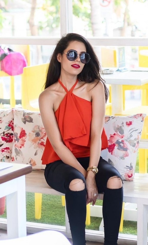 help me find a similar top and ripped black jeans which Aakriti rana gill is wearing! - SeenIt