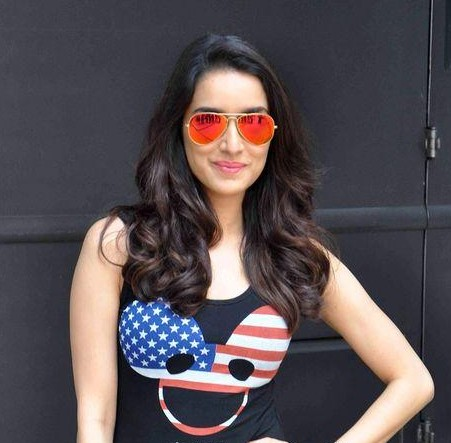 help me find similar sunglasses which shraddha kapoor is wearing! - SeenIt