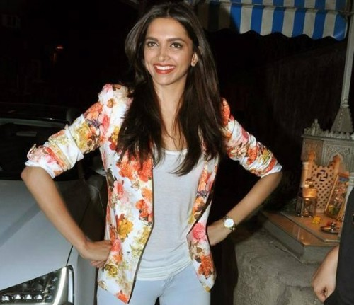 want this floral print blazer which Deepika Padukone is wearing - SeenIt