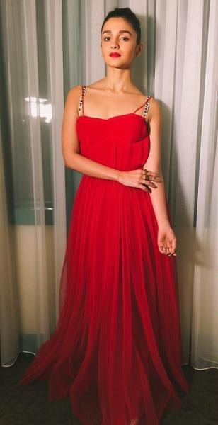 803dedf7c3 Want a similar red gown like the one which Alia Bhatt is wearing - SeenIt
