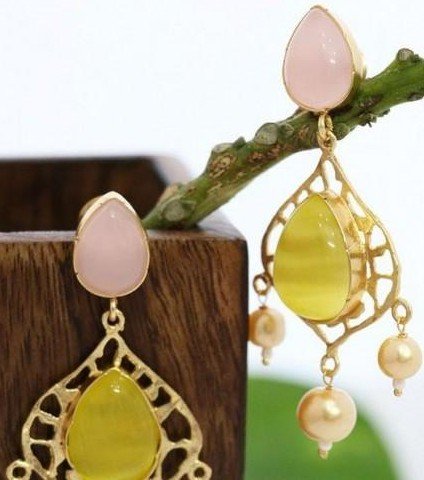 Want these peach and golden stone earrings - SeenIt