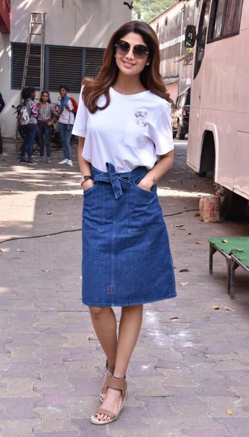 shilpa shetty white tshirt blue denim midi skirt on aunty boli lagao sets - SeenIt