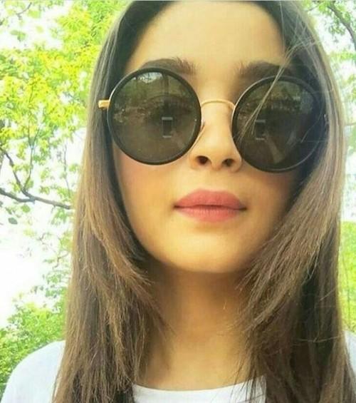 Alia Bhatt round black sunglasses - SeenIt
