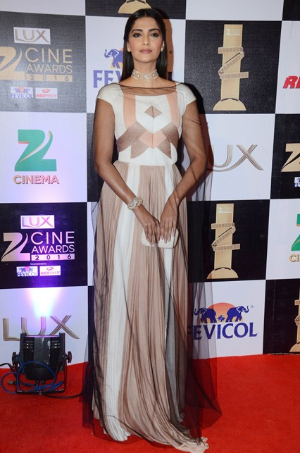 Our Miss Neerja, stole the show as always in her dual-tonned gown by Vionnet. - SeenIt