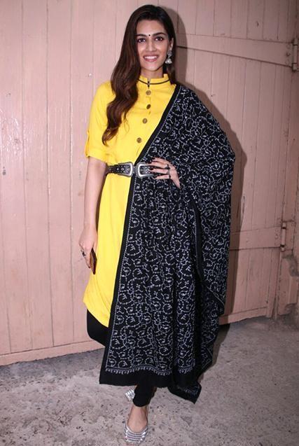 Kriti Sanons Black Scarf from Bareilly Ki Barfi promotions - SeenIt