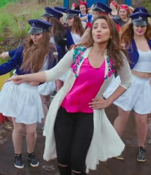 Parineetis pink shrug from Maine Tujhko Dekha song in Golmaal 3 - SeenIt