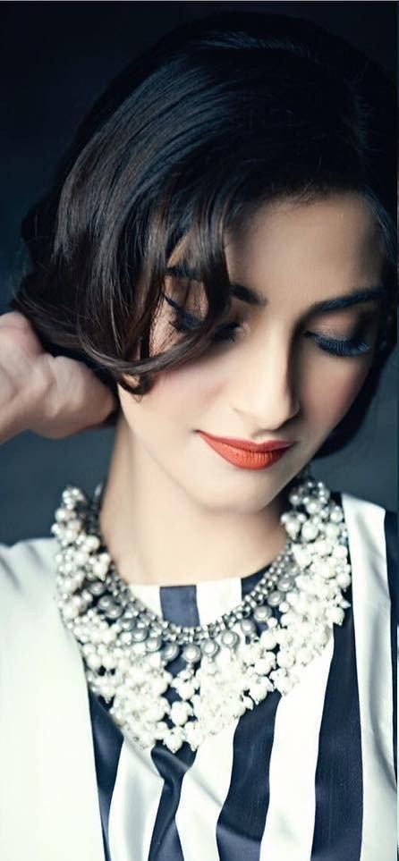 Sonam Kapoors pearls cluster necklace - SeenIt