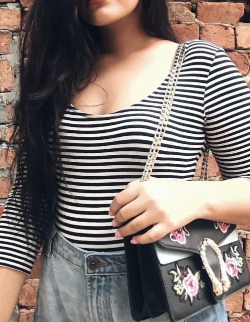This same tshirt with sleeves till elbow with thin stripes . - SeenIt