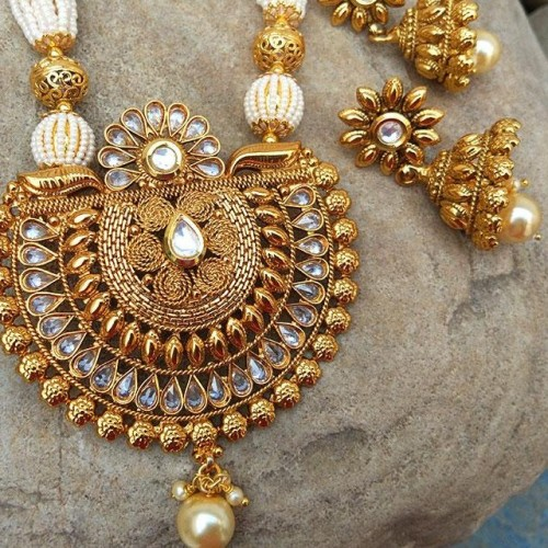 Want this gold necklace set - SeenIt