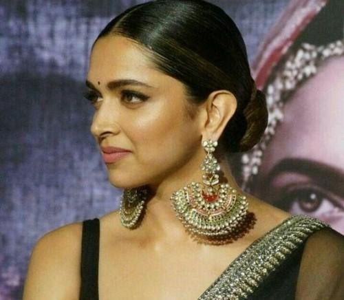 Deepika Padukone's jhumkas which she wore for Padmavati promotions - SeenIt