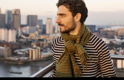 The striped tshirt and a similar striped scarf too - SeenIt