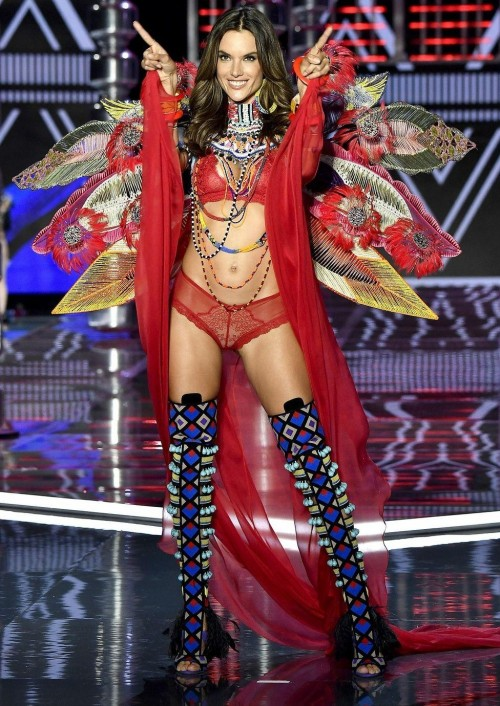 Yay or Nay ? Alessandra Ambrosio at the Victoria Secret Fashion Show 2017 in Shanghai - SeenIt