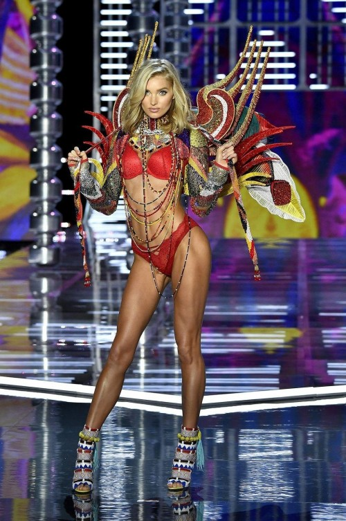 Yay or Nay ? Elsa Hosk at the Victoria Secret Fashion Show 2017 in Shanghai - SeenIt