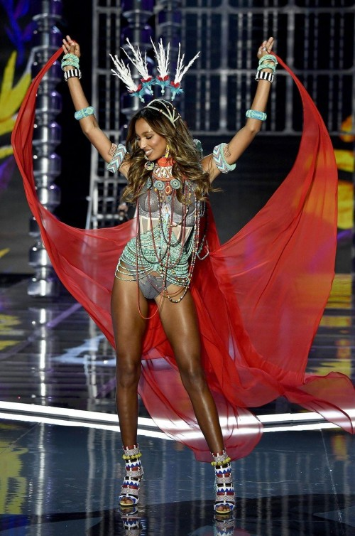 Yay or Nay ? Jasmine Tookes at the Victoria Secret Fashion Show 2017 in Shanghai - SeenIt