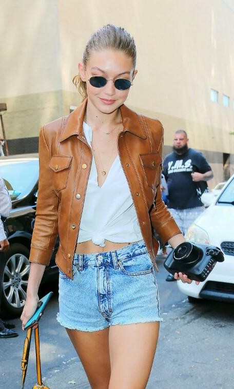 073e1741bd0012 This brown leather jacket