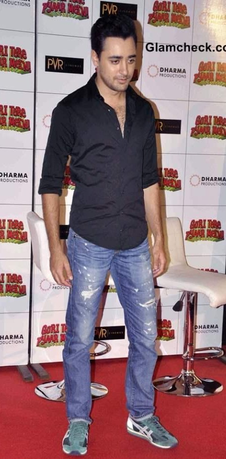 this black shirt and blue distressed jeans that Imran Khan was wearing while promoting his movie - SeenIt